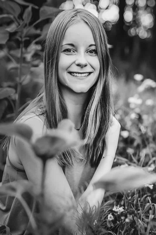 Jenny in der Blumenwiese