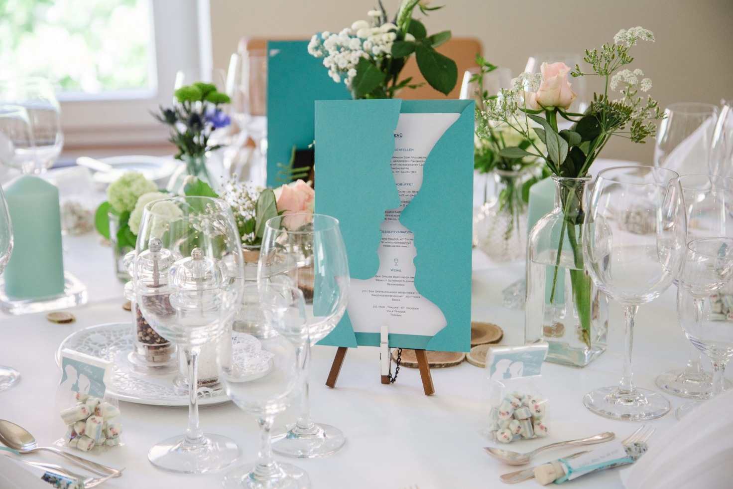 Hochzeit von Tine und Basti in Münster: Eingedeckter Tisch