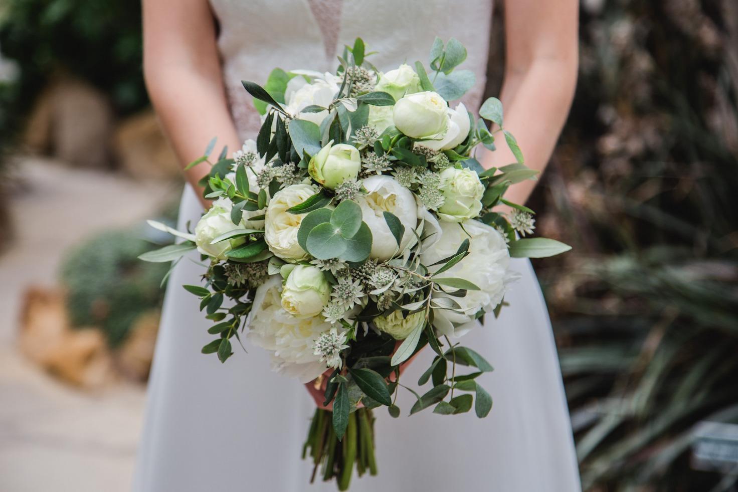 Hochzeit von Du und Ich in Münster: Braut zeigt ihren Brautstrauß