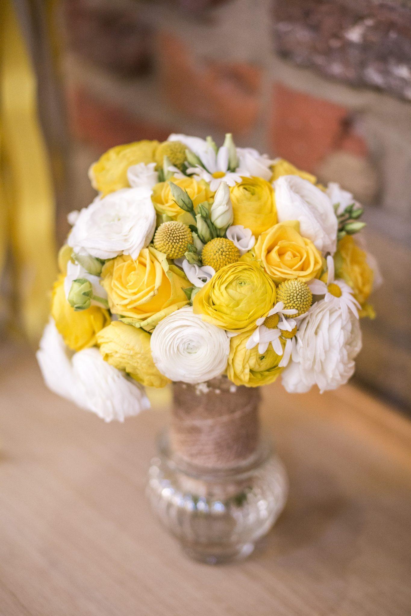 Hochzeit von Jannine und Christian in Münster: Brautstrauß in der Vase
