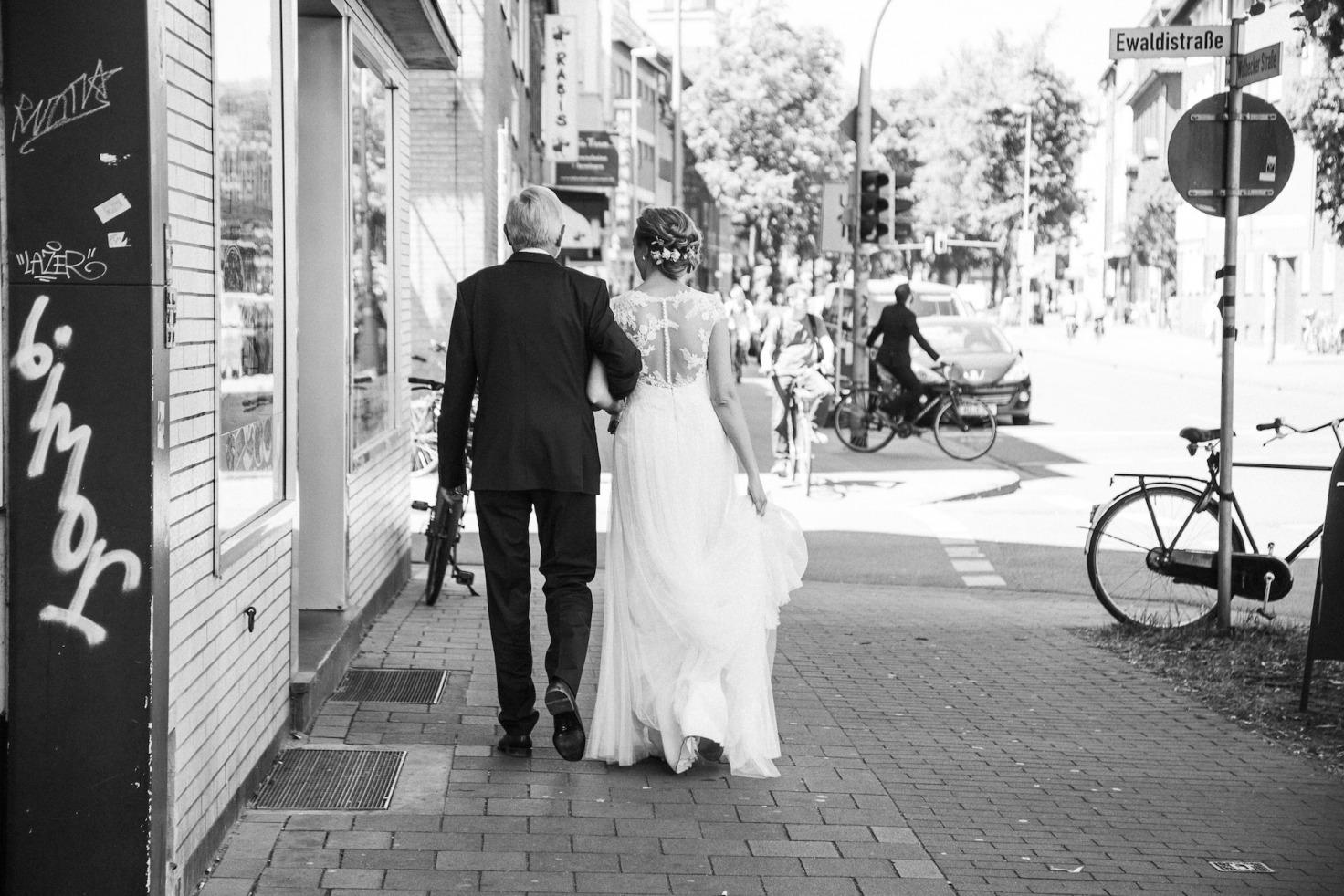 Hochzeit von Tine und Basti in Münster: auf dem Weg zur Trauung