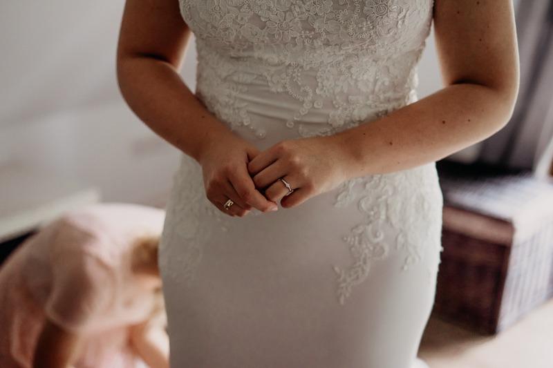 Hochzeit von Anna und Stefan in Münster: Braut zeigt ihren Verlobungsring