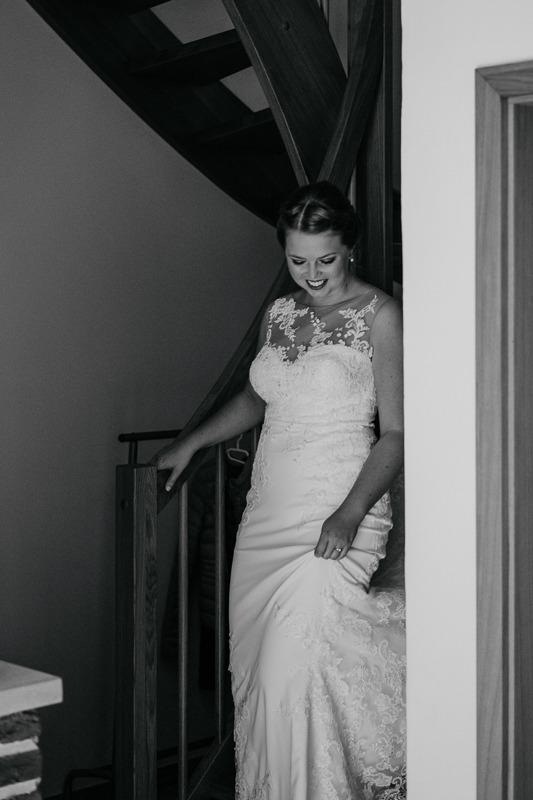 Hochzeit von Anna und Stefan in Münster: Braut kommt die Treppe runter