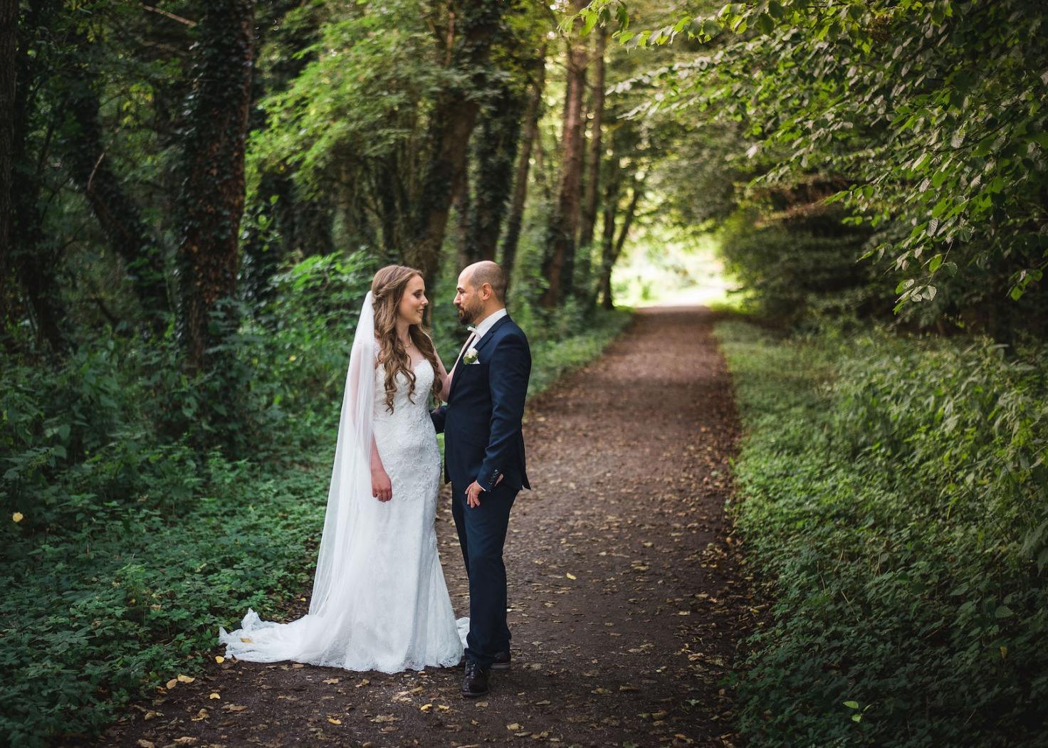 Hochzeit von Katharina und Mustafa in Münster: Paarshooting im Park