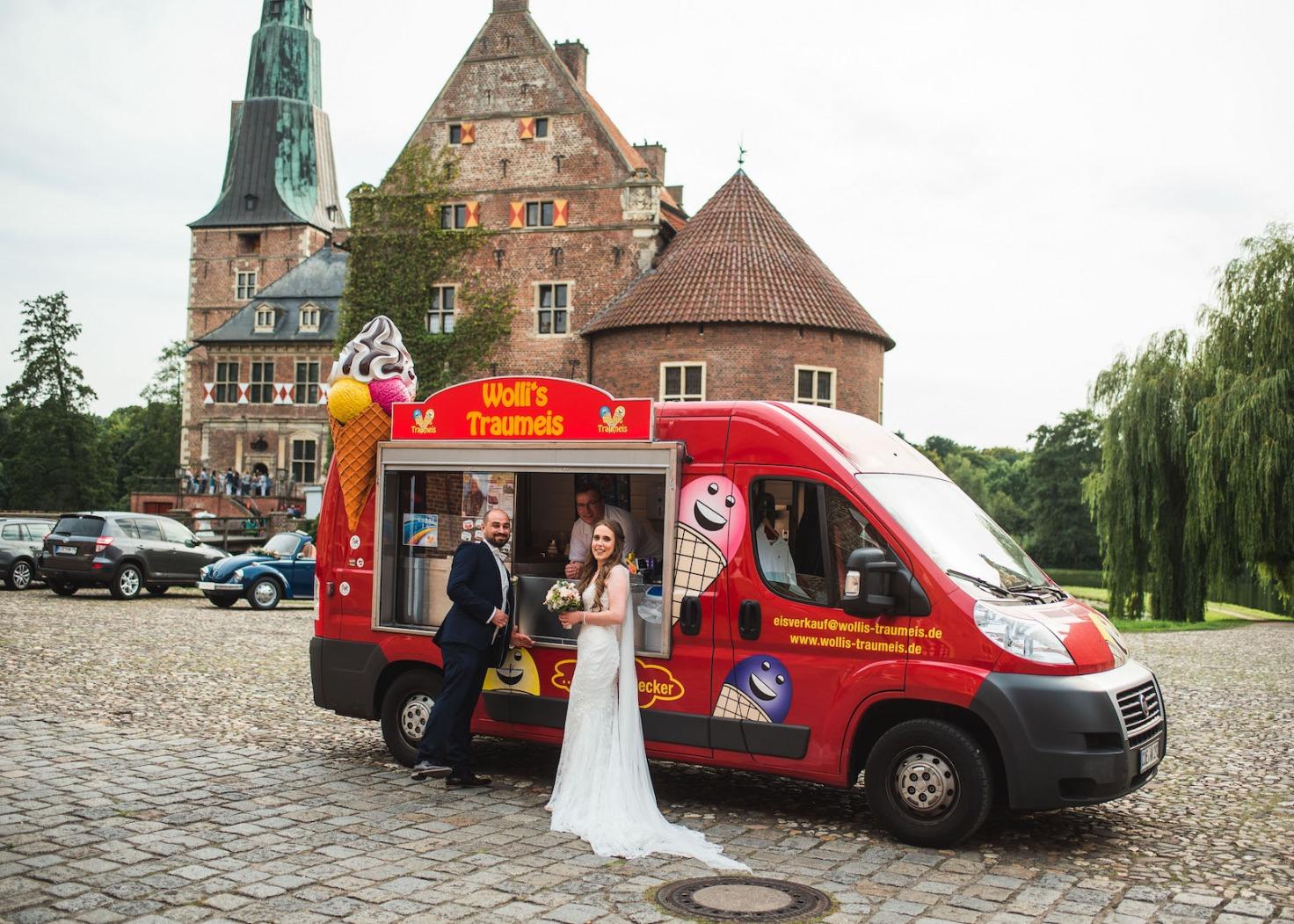 Hochzeit von Katharina und Mustafa in Münster: Eiswagen