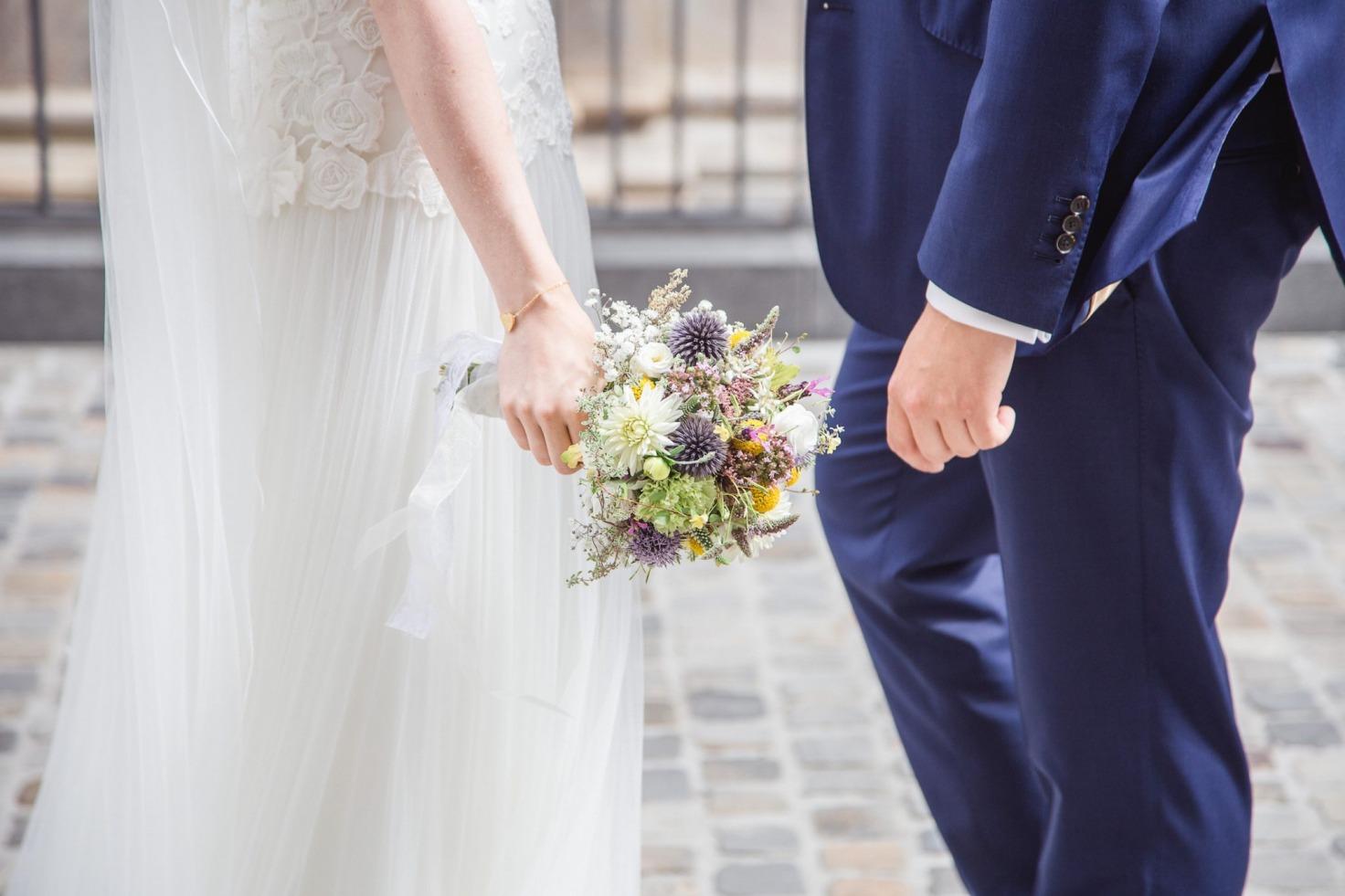 Hochzeit von Laura und Marco in Münster: Brautpaar steht sich gegenüber