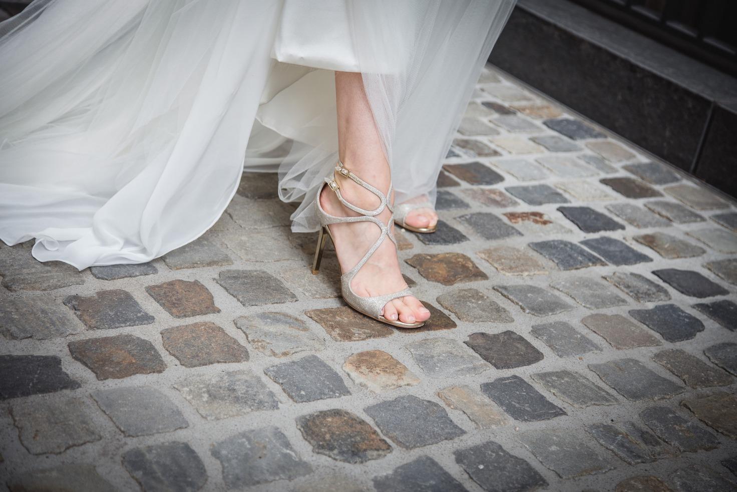 Hochzeit von Laura und Marco in Münster: Braut zeigt ihre Brautschuhe