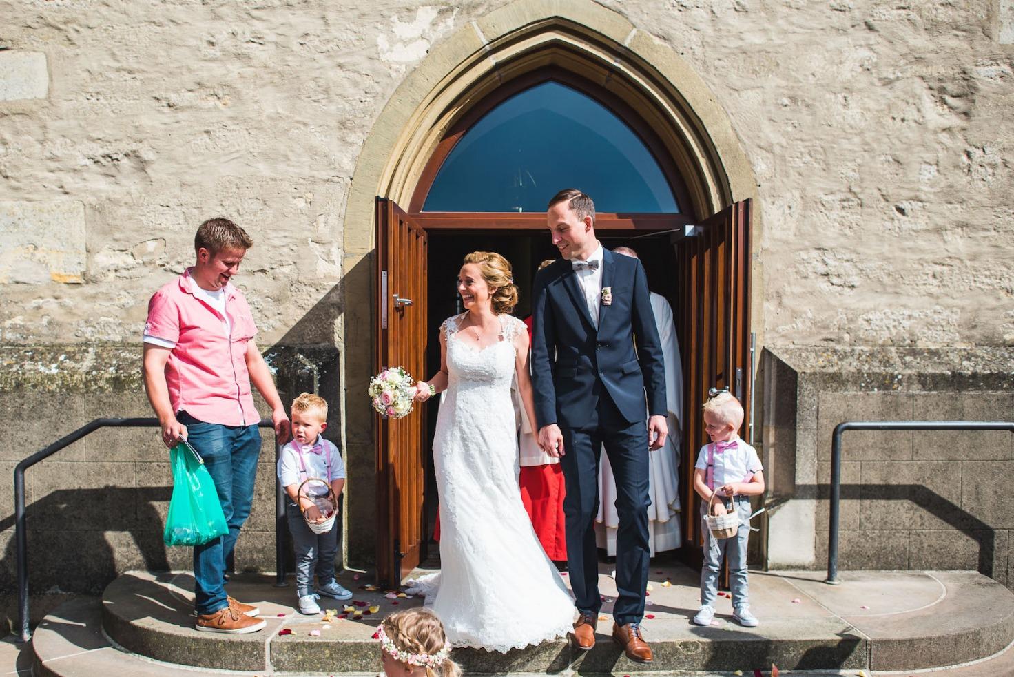 Hochzeit von Sabrina und Michael in Münster: Auszug aus der Kirche