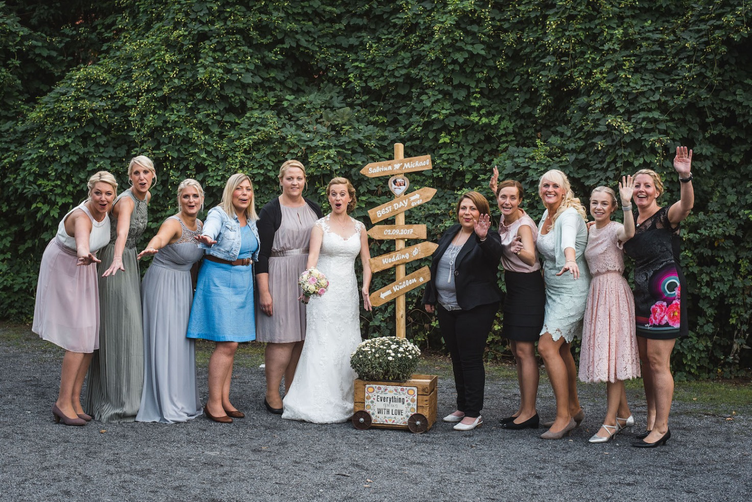 Hochzeit von Sabrina und Michael in Münster: Braut mit ihren Freundinnen