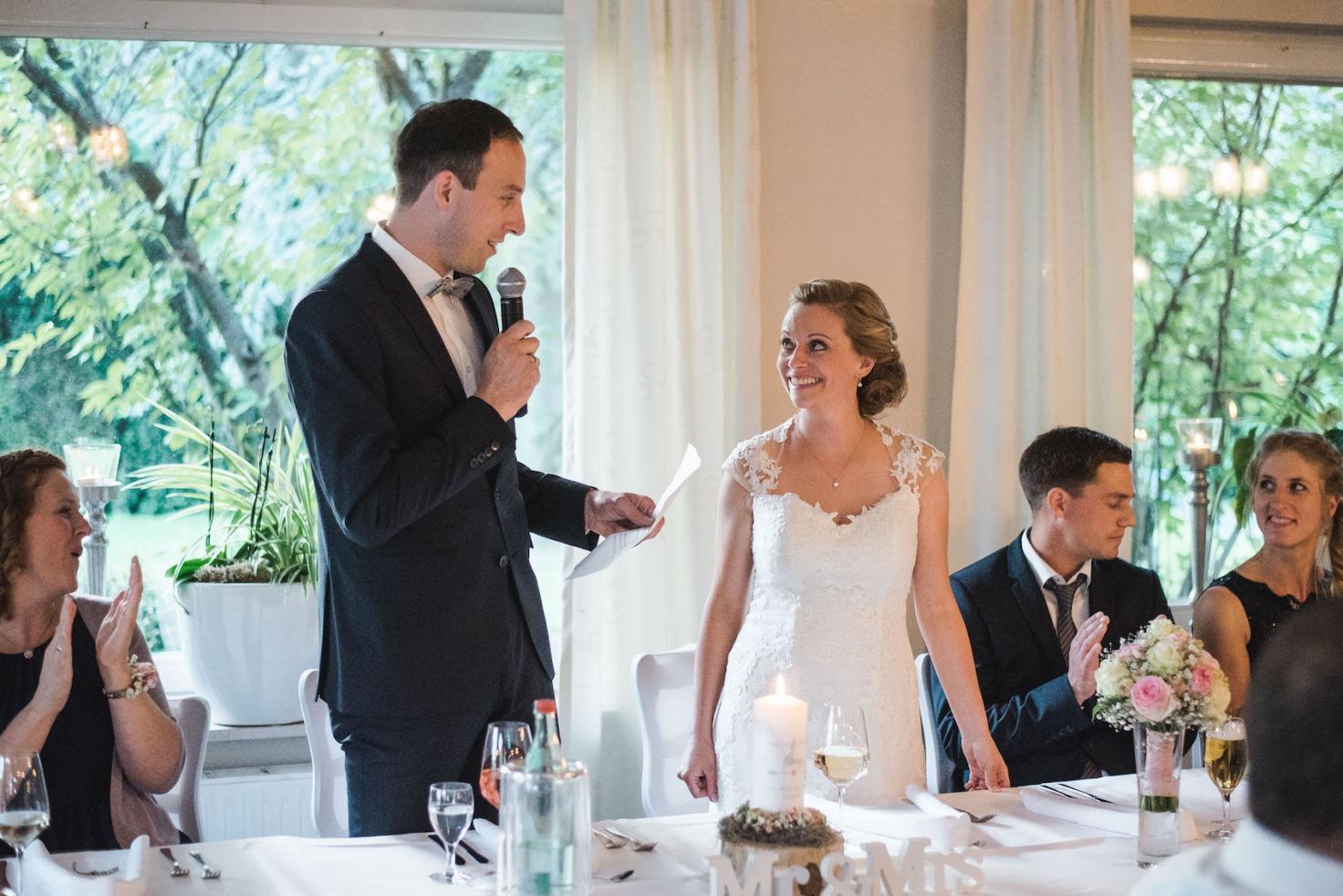 Hochzeit von Sabrina und Michael in Münster: Bräutigam hält eine Rede