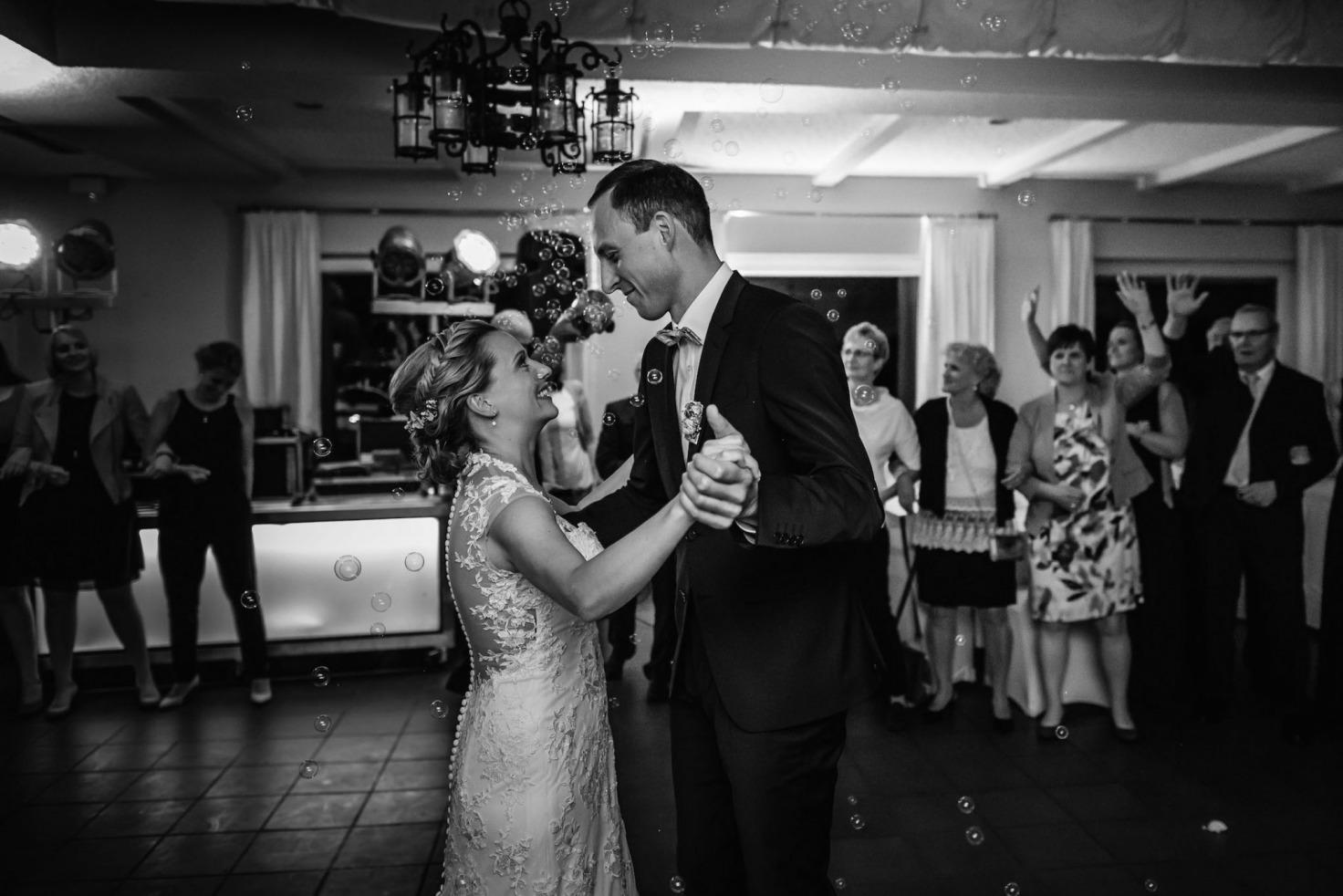 Hochzeit von Sabrina und Michael in Münster: Hochzeitstanz des Brautpaares