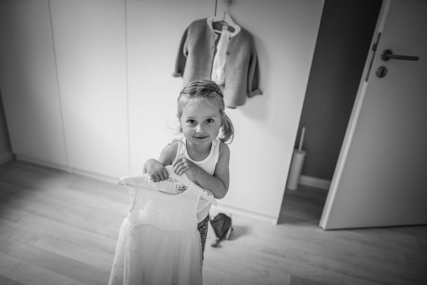 Hochzeitsfotograf Münster - Streuengel mit Kleid