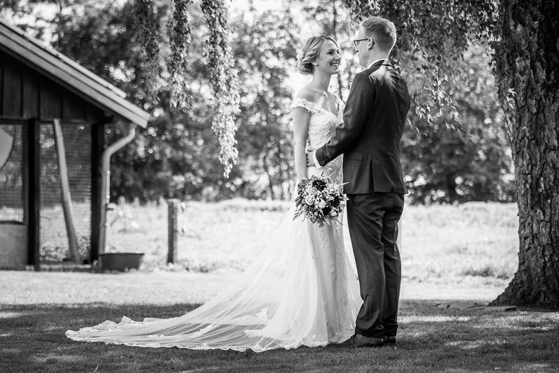 Hochzeitsfotograf Münster - Brautpaar Schwarz Weiss